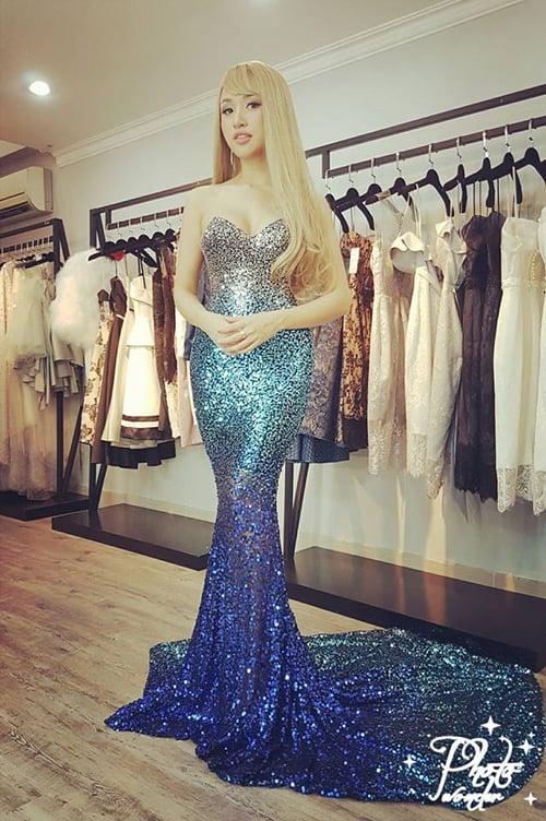 Tranh cãi gay gắt bộ váy nàng tiên cá của Vân Hugo trong sự kiện văn hóa 1