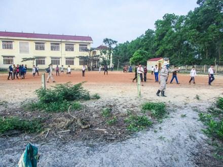Phát hiện bom bi và lựu đạn trong khuôn viên trường 1