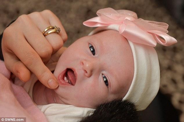 Ly kỳ câu chuyện bé sơ sinh mọc răng khi còn trong bụng mẹ 1