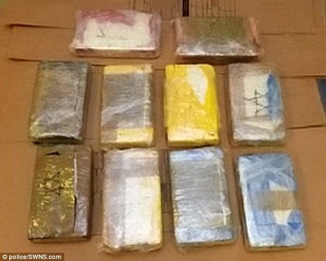 Cảnh sát Anh thu giữ túi tiền gần 27 tỷ đồng 4