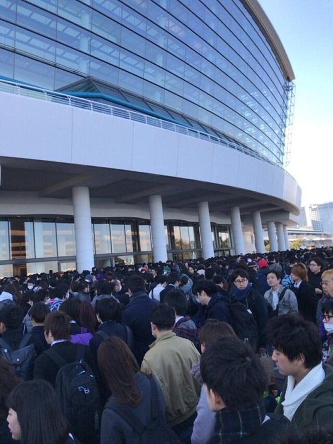 Nhiều người hâm mộ đến đưa tang sao nữ Nhật ra đi ở tuổi 18 8