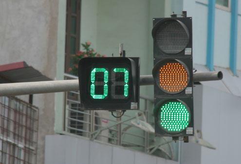 Không đi khi có đèn xanh, tài xế bị phạt bao nhiêu? 1