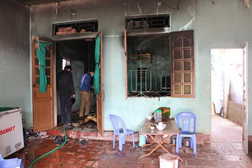 2 bố con chết cháy trong căn nhà khóa trái cửa 1