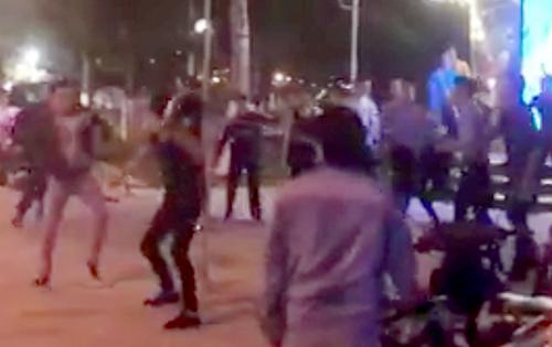Gần 20 du khách bị người lạ truy sát trước vũ trường ở Nha Trang 1