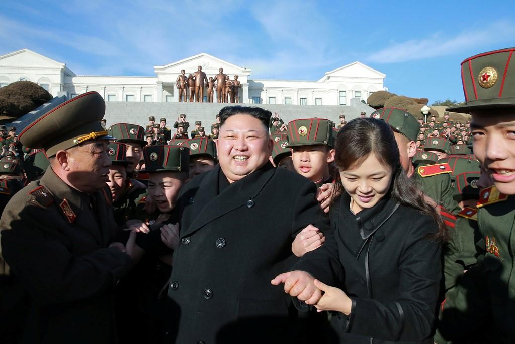 Vợ Kim Jong-un tái xuất sau gần một năm vắng bóng 1