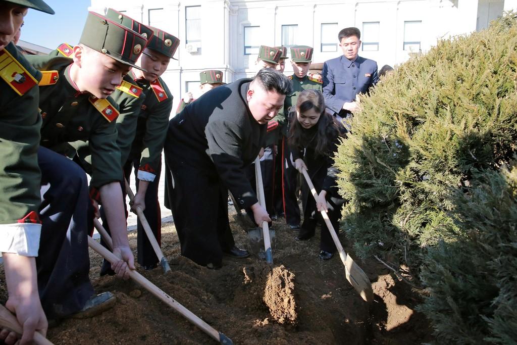 Vợ Kim Jong-un tái xuất sau gần một năm vắng bóng 3