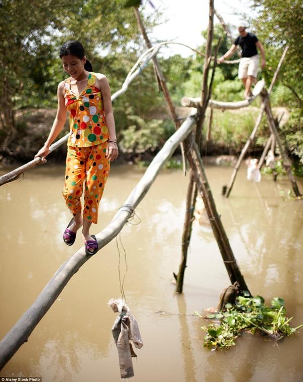Hình ảnh Đứng tim với những cây cầu cheo leo nguy hiểm nhất thế giới số 1