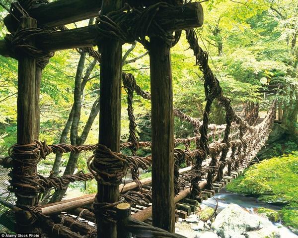 Hình ảnh Đứng tim với những cây cầu cheo leo nguy hiểm nhất thế giới số 7