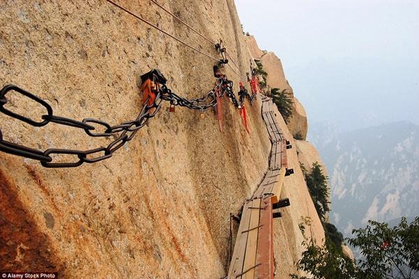 Hình ảnh Đứng tim với những cây cầu cheo leo nguy hiểm nhất thế giới số 12