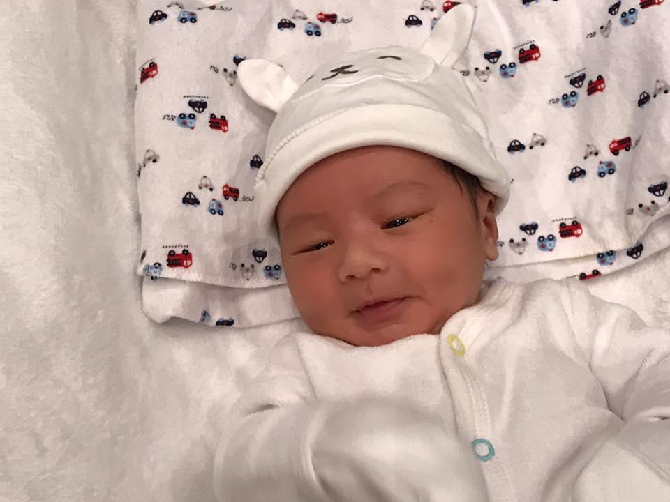 Bà xã Đan Trường trải lòng sau một tuần sinh con 3