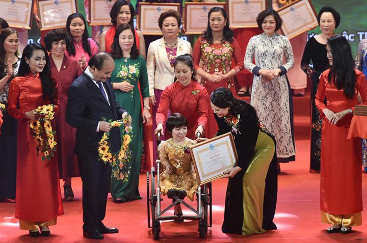 Thủ tướng dẫn thơ Đại thi hào Nga vinh danh chị em phụ nữ  2