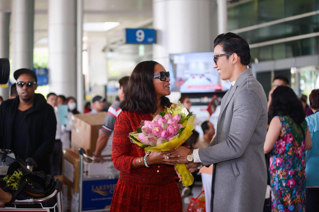Nữ ca sỹ Shontelle bất ngờ xuất hiện trong đêm chung kết Hoa khôi Du lịch Việt Nam 2017 3