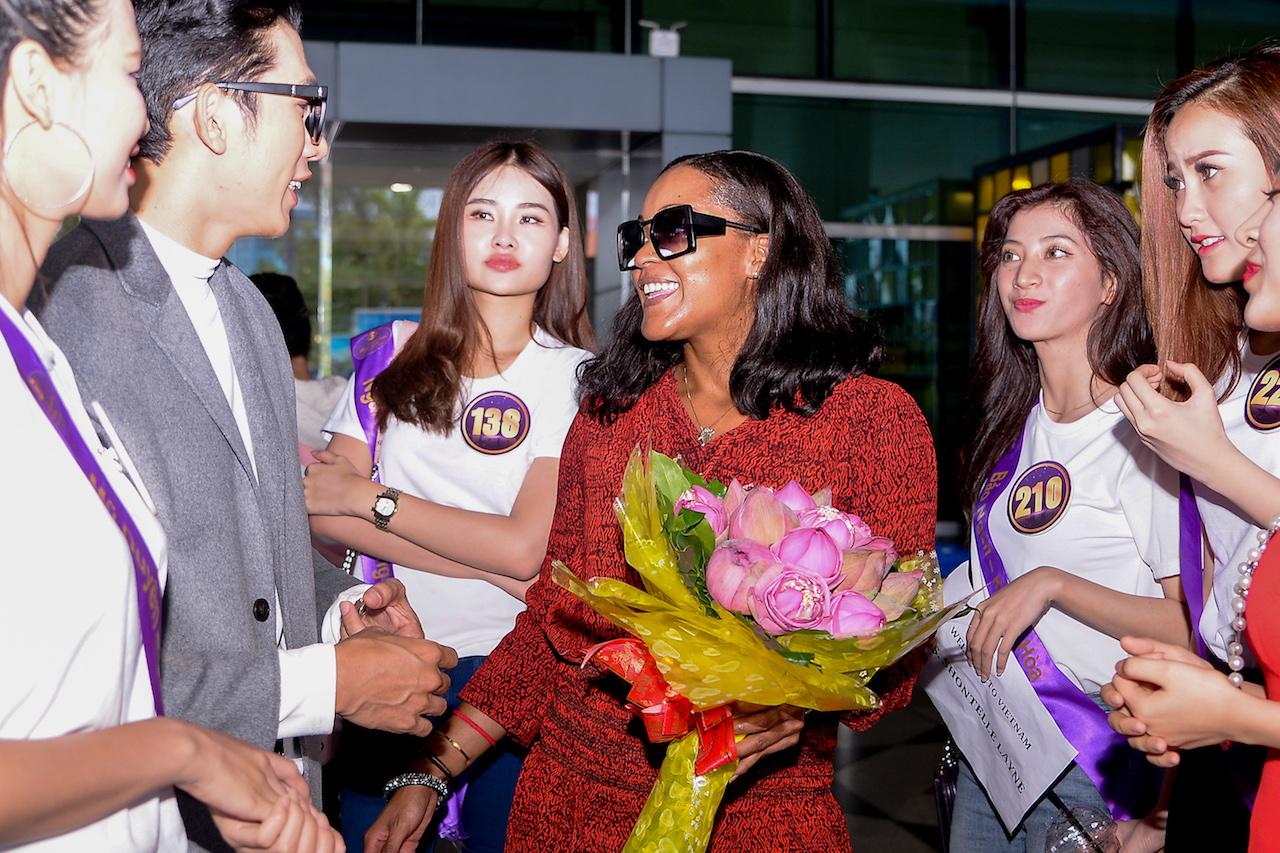 Nữ ca sỹ Shontelle bất ngờ xuất hiện trong đêm chung kết Hoa khôi Du lịch Việt Nam 2017 7
