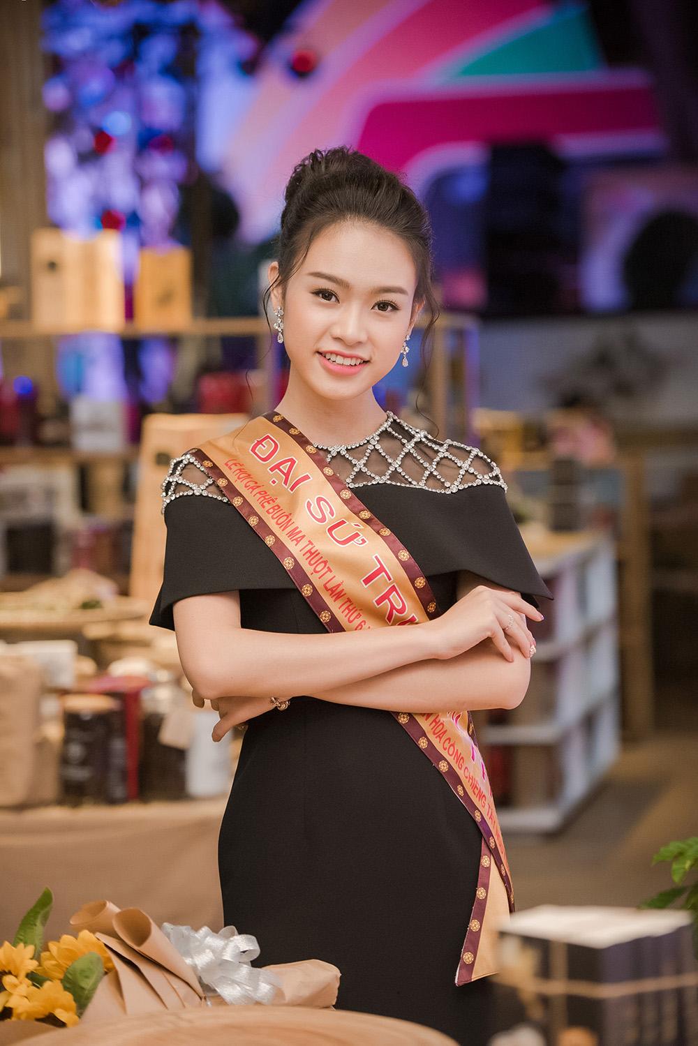 Hình ảnh Mỹ nhân học giỏi nhất HHVN khoe vẻ đẹp quyến rũ tại lễ hội cafe số 7
