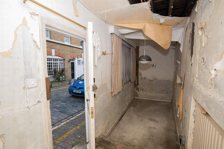 """Hình ảnh Nhà sâu vỏn vẹn 0,7m giữa London """"hét"""" giá 22 tỷ đồng số 3"""