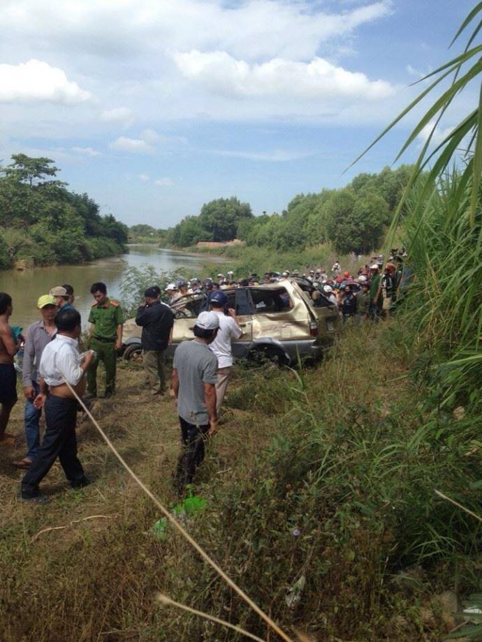 Hình ảnh Xế hộp lao xuống sông La Ngà, tìm thấy 1 thi thể đàn ông số 1