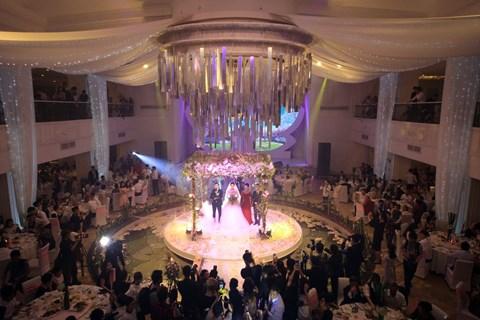 MC Thành Trung và vợ 9X ký hợp đồng, kê khai tài sản ở hôn lễ 5