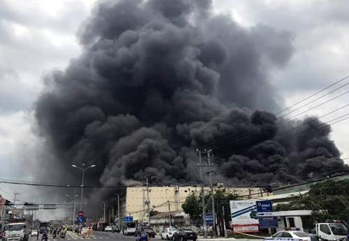 Cháy lớn nhiều giờ tại công ty may: Cần Thơ kêu gọi nhiều tỉnh chi viện 2