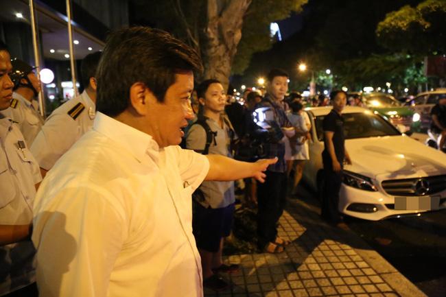 Giải trí - Đậu trước khách sạn New World, xe của người mẫu Cao Thùy Linh bị quận 1 cẩu về đồn