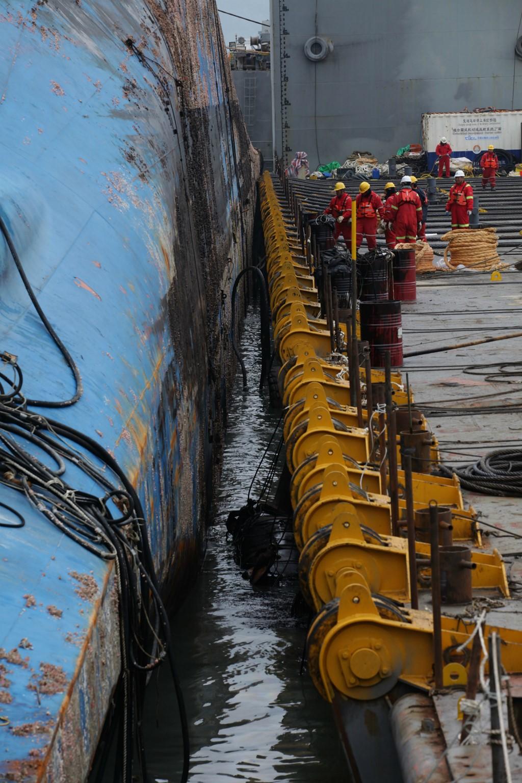 Cận cảnh phà Sewol sau 3 năm chìm sâu dưới biển 6