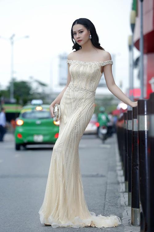 Xuân Bắc cười tít mắt bên cạnh Hoa hậu biển Thuỳ Trang 3