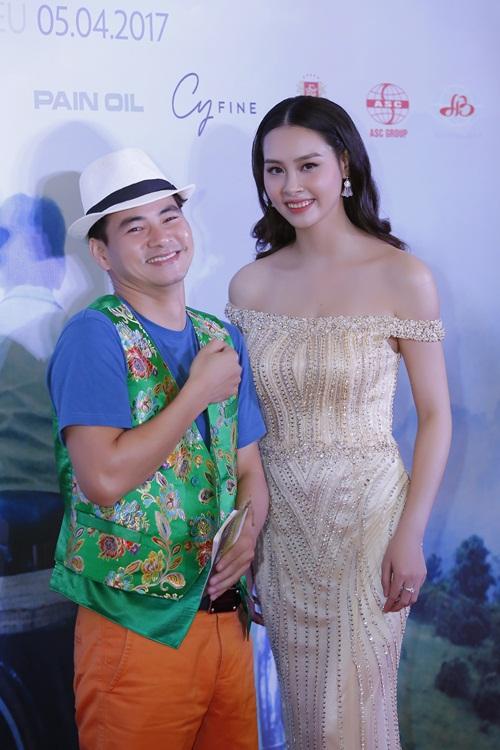 Xuân Bắc cười tít mắt bên cạnh Hoa hậu biển Thuỳ Trang 5