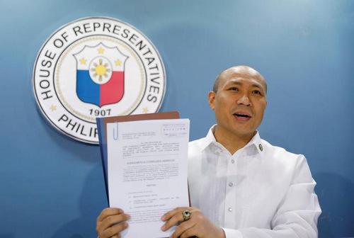 Hình ảnh Nghị sĩ đòi luận tội ông Duterte vì không chịu ngăn Trung Quốc ở Biển Đông số 1