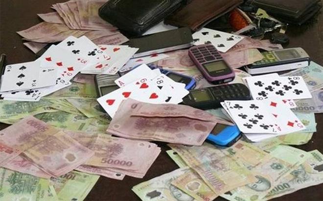 Bí thư phường nhảy từ tầng 3 để trốn công an do đánh bạc 1