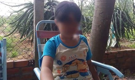 Bé gái 11 tuổi bị cha và ông nội xâm hại: