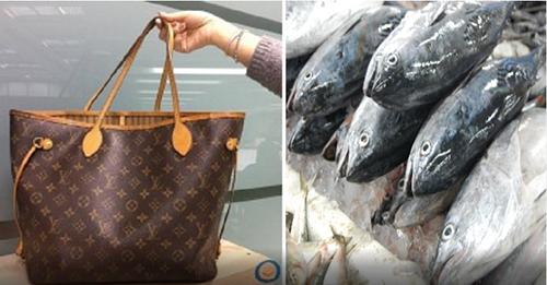 Được cháu tặng túi xách nghìn đô, cụ bà mang đựng cá tươi 1