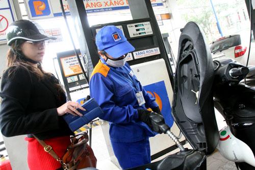 Hình ảnh Giá xăng dầu tiếp tục giảm 80 đồng/lít từ 15 giờ chiều nay số 1