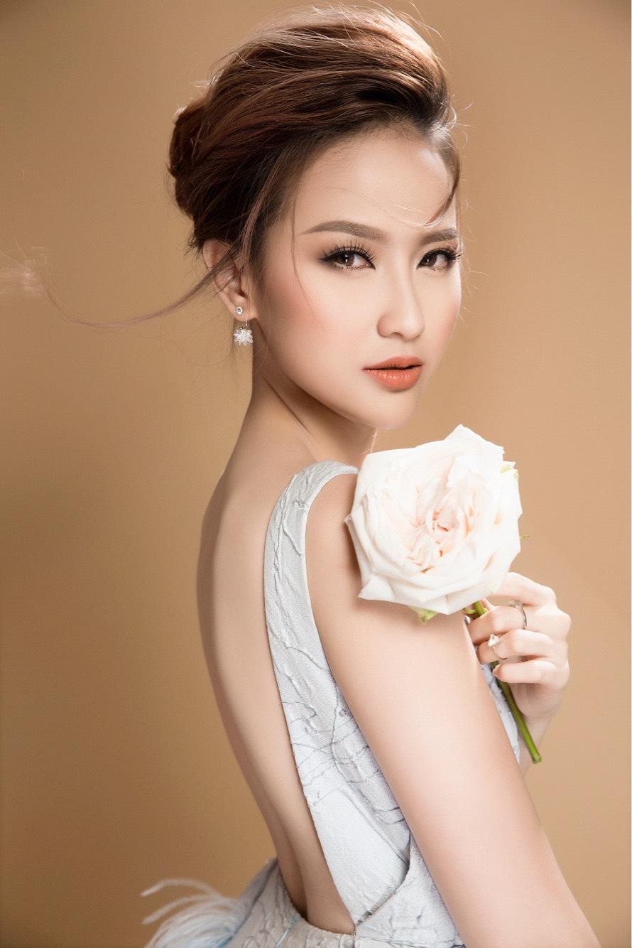 Hoa khôi Khánh Ngân đẹp ngây ngất với váy áo công chúa 4