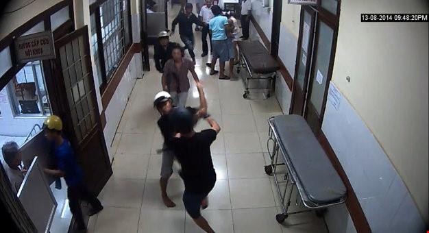 Băng nhóm truy sát 2 nam thanh niên trong bệnh viện ở Cà Mau 1