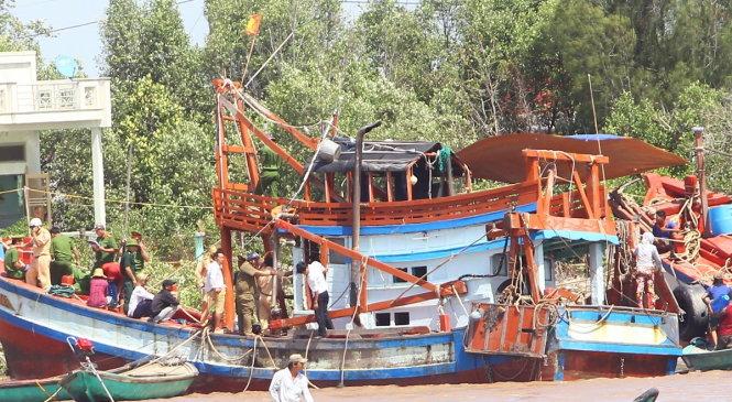 Vụ lật chìm tàu ở lễ hội Nghinh Ông: Khởi tố bị can đối với lái tàu 1