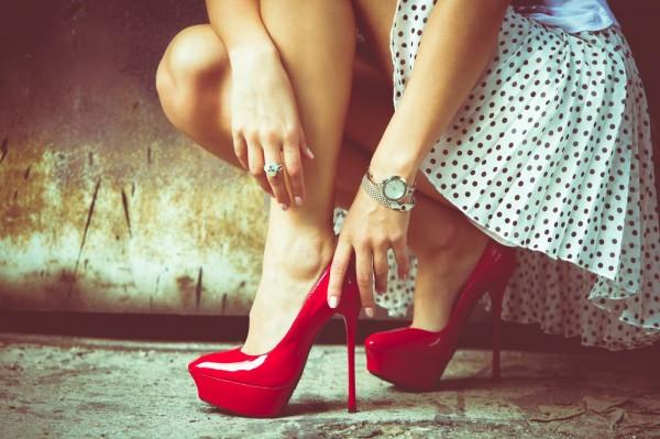 Hình ảnh Bí quyết đi giày cao gót cả ngày mà không hại đến sức khỏe số 4