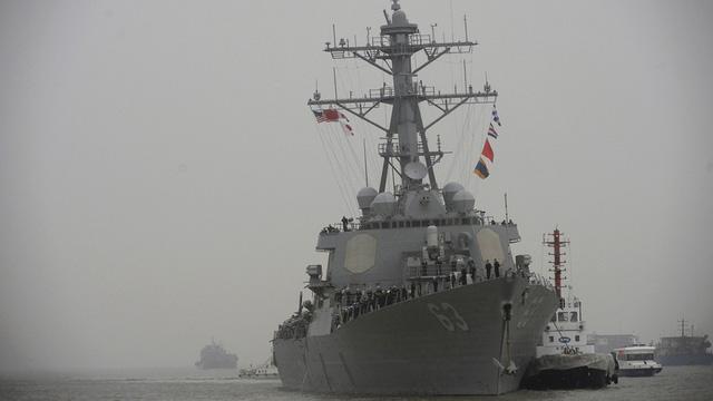 Tàu khu trục tên lửa Mỹ đang tiến vào Biển Đông 1