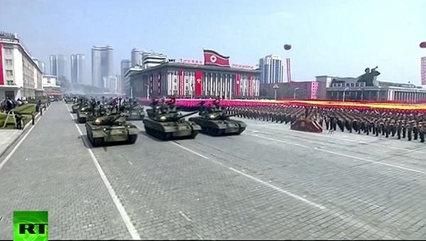 Triều Tiên duyệt binh rầm rộ, tuyên bố sẵn sàng huy động tổng lực đáp trả Mỹ 3