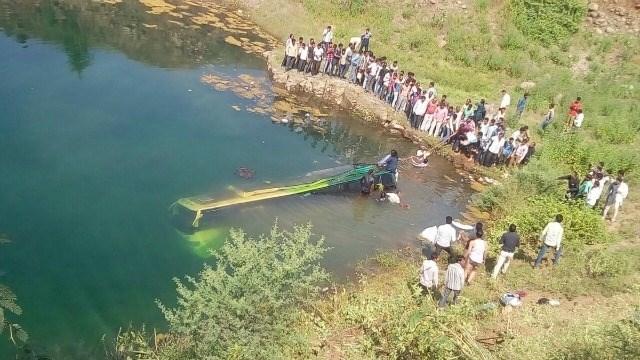 Xe buýt lao xuống sông khiến ít nhất 43 người thiệt mạng ở Ấn Độ 1