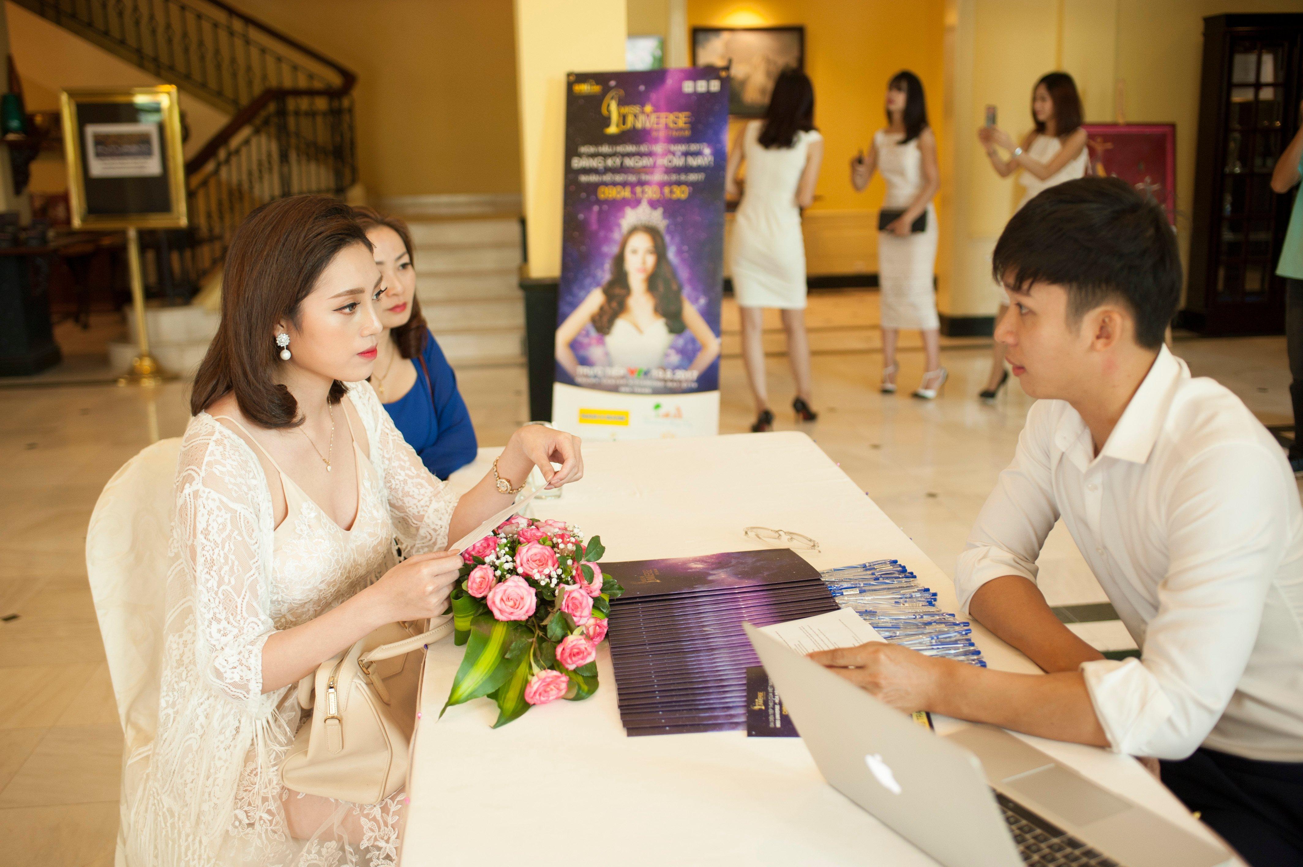 Phạm Hương rơi nước mắt gặp lại mẹ tại quê nhà Hải Phòng 1