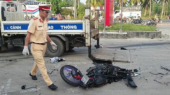 Hình ảnh Đôi nam nữ bị xe tải kéo lê, tử vong tại chỗ số 1