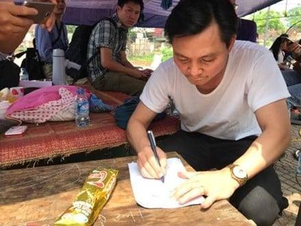 Hình ảnh Trưởng ban Tuyên giáo Huyện ủy nói gì sau khi được dân Đồng Tâm trao thả? số 1