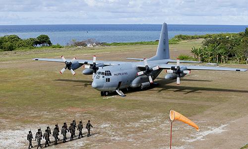 Biển Đông: Trung Quốc cản máy bay chở Bộ trưởng Quốc phòng Philippines 1