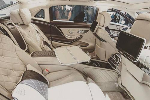 Ngọc Trinh đưa mẹ và người giúp việc đi mua sắm trên siêu xe 12 tỷ 5