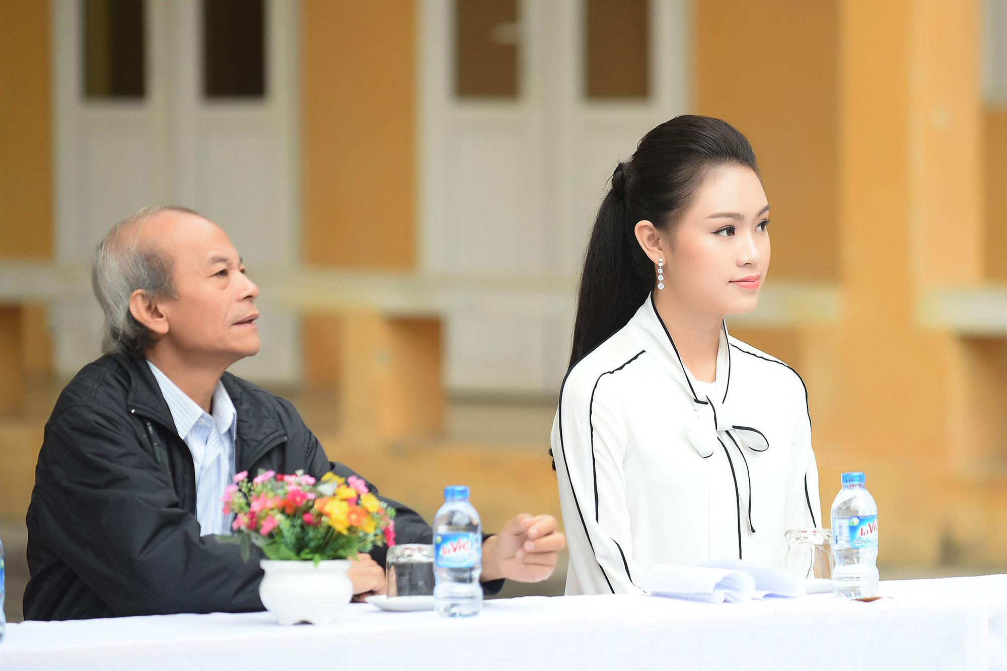 Mỹ nhân học giỏi nhất Hoa hậu Việt Nam rạng rỡ về thăm trường cũ 3