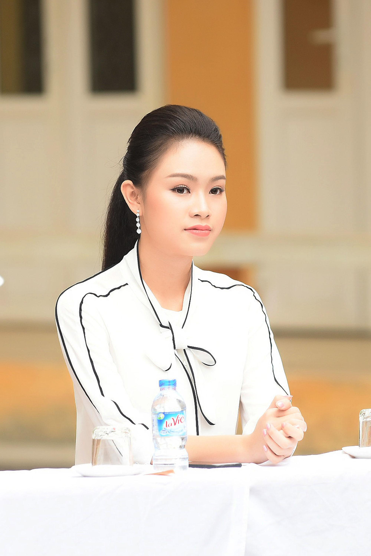 Mỹ nhân học giỏi nhất Hoa hậu Việt Nam rạng rỡ về thăm trường cũ 1