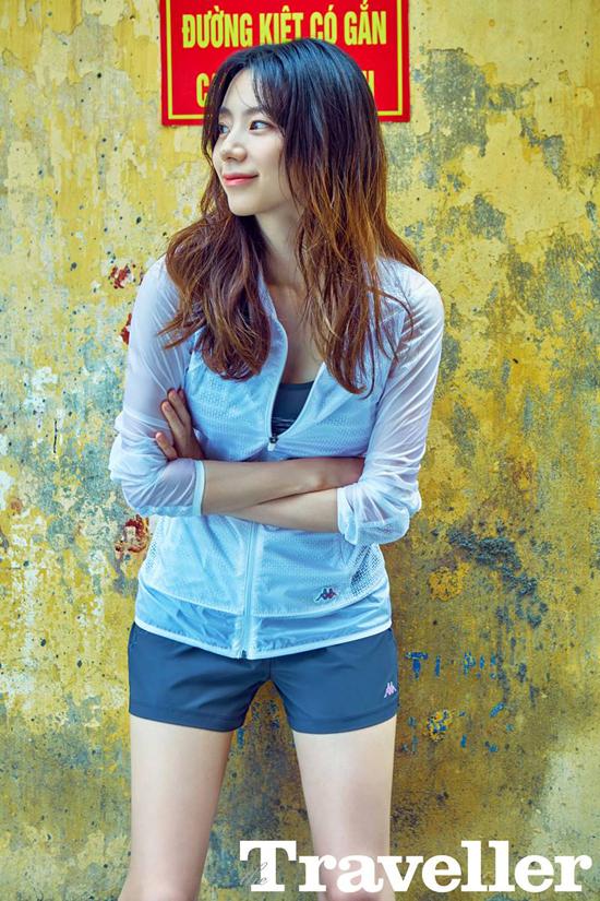 Vợ Bae Yong Joon khoe dáng trên biển Đà Nẵng 1