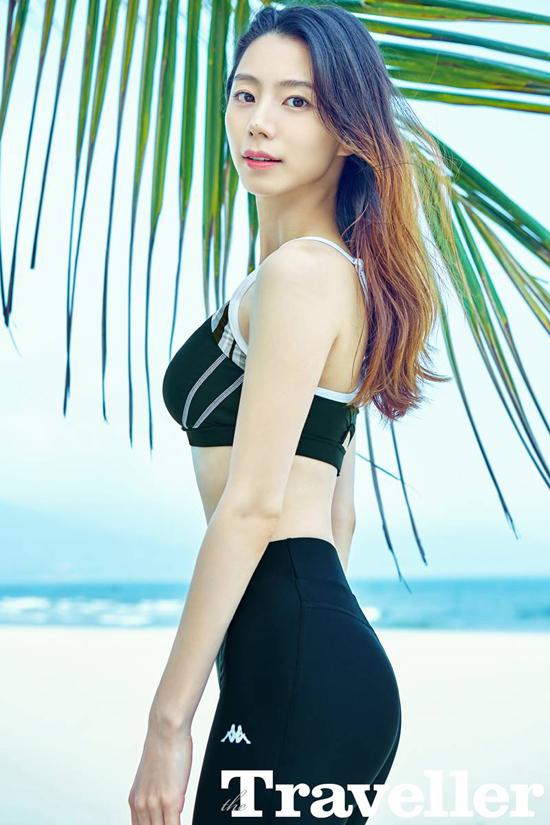 Vợ Bae Yong Joon khoe dáng trên biển Đà Nẵng 3