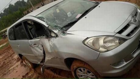 Tai nạn hy hữu: Xe Innova va chạm với xe tăng ở Vĩnh Phúc 3
