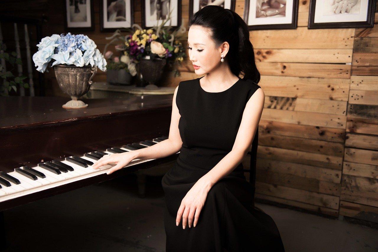 Hoa hậu Sương Đặng khoe vẻ đẹp cuốn hút khó rời mắt với đầm đen 8