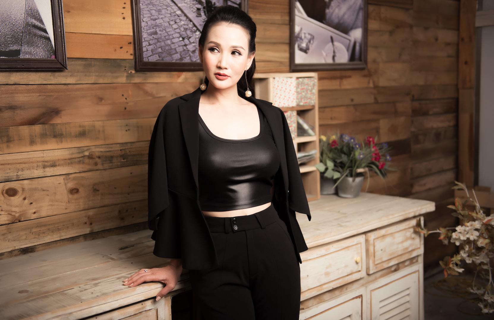Hoa hậu Sương Đặng khoe vẻ đẹp cuốn hút khó rời mắt với đầm đen 5